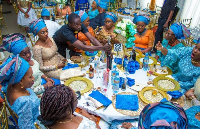 5 Types Of Nigerians You Will See At An Owanbe Party