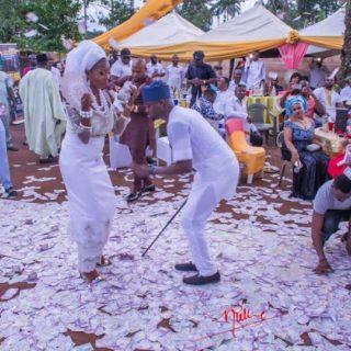 5 Ways To Pick Plenty Money At A Nigerian Party